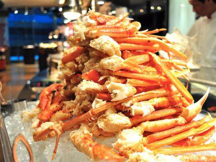 函館ラーメンに盛り放題の海鮮丼!北海道ビュッフェ&さくらスイーツ