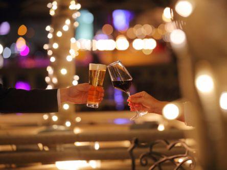"""神戸のきらめく夜景がロマンティックな最上級ビア&ワインガーデンのテーマは""""肉&スパイス"""""""