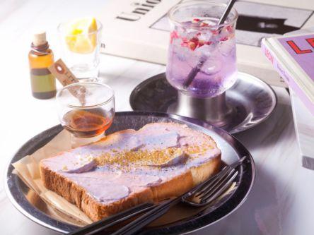 吸い込まれそうな美しさ。絵画みたいなトースト&ドリンクで夢心地のカフェtime