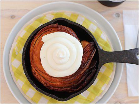 パン好き必見!100%焼き立てサックサクの数量限定「クロワッサンシナモンロール」