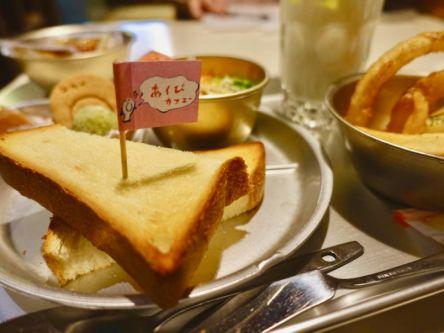 """黒板に銀食器…!懐かしの""""給食風ランチ""""が味わえる尾道カフェ"""