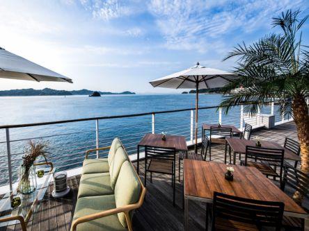 瀬戸内海でバカンス気分!松山観光港の絶景カフェ