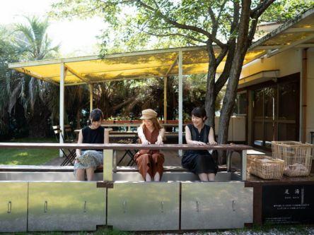 レモンを浮かべた足湯付き!オーシャンビューの広島・尾道カフェでほっこりランチ