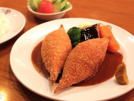 時代と共に進化!福岡最古の喫茶店で味わう不思議な形のミンチカツレツ