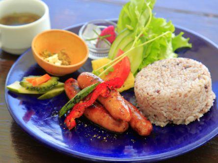 島の絶品食材で元気をチャージ!宮古島のおいしいお昼ごはんスポット5選