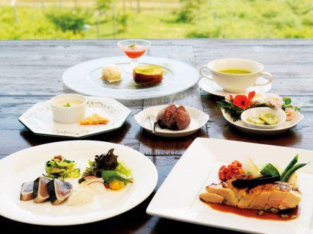 琵琶湖を望む!ブルーベリー畑そばの自然派フレンチレストラン