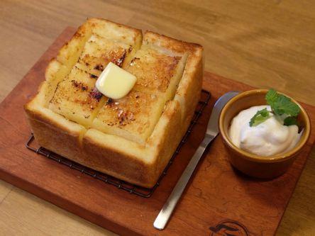 バターがじゅわっ!サクふわ食パン専門店の「厚切りバタートースト」