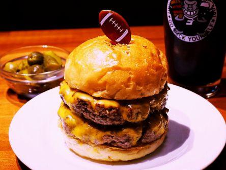 """がっつり食べたい!""""肉の旨みをぎゅっと凝縮""""ボリューム大の絶品ハンバーガー"""