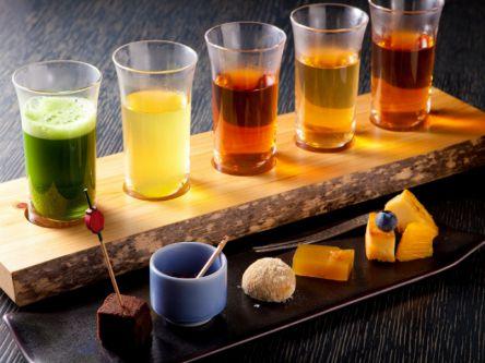 京都・祇園で雅な茶詠み体験。老舗茶問屋のお茶と一口菓子の魅惑のペアリング