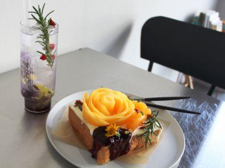 うっとり見とれるフルーツトースト!繊細な手仕事が光る美しさ