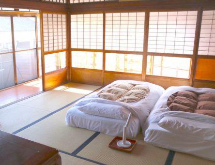 奈良のお宿はおこもりゲストハウスへ。ふかふか極厚布団でゆるゆると