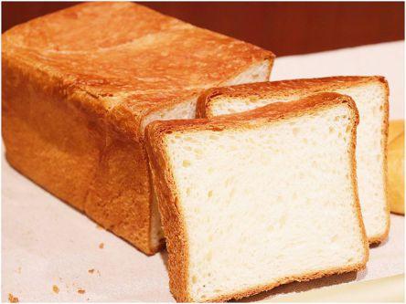ふんわりもっちり超リッチ!幻のバターの旨味広がる究極の最高級食パン