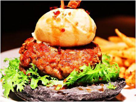 すっごいボリューム!限定5食しかない肉厚ジューシーな豪華ハンバーガー