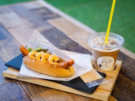 えびたっぷりのホットドックが人気! 広島の秘密基地カフェでしか飲めない魔法のコーヒーも♪