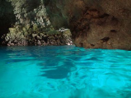 今年の夏は沖縄の海で決まり!女子のあこがれ「青の洞窟」でマリンスポーツ