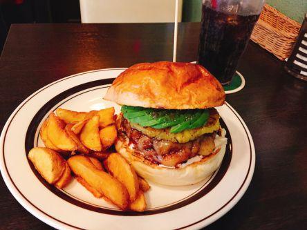 デリバリーOK!ジューシーな旨味あふれる都内の絶品ハンバーガー3選