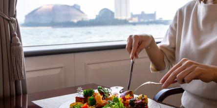 優雅でゆったりクルーズが素敵すぎ!福岡唯一のレストラン船で、極上グルメを。