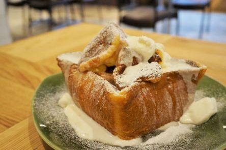 """すっごいボリューム!""""渋谷のカフェで発見""""ふわふわ食パンが絶品な「特大フレンチトースト」"""