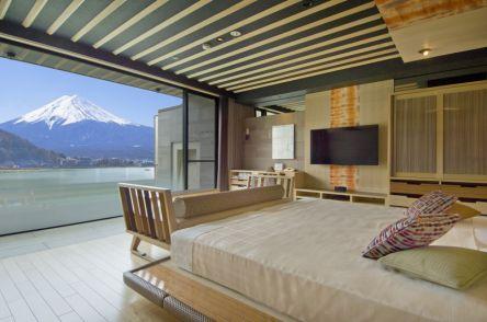 全客室から見える富士山と河口湖の絶景!「風のテラス KUKUNA」