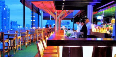 タイ・バンコクの夜を満喫するなら!おしゃれなナイトバーで乾杯