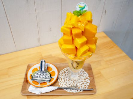 儲け出てる!?フルーツが積み上げられた果物屋さんのパフェの「インパクトがすごい」【大塚】