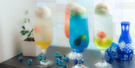 夏限定!レトロかわいい~日本酒バルのひんやり「大人の日本酒クリームソーダ」