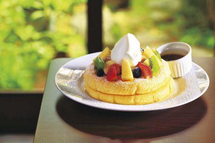 和のトッピングも!京都の名店が全力でつくるパンケーキを味わおう。