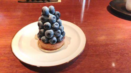 珈琲もケーキも一流の店「TIES」で、季節のフルーツタルトをいただきます!