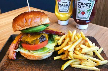 ボリューム満点&ジューシー!渋谷で本格派ハンバーガーにかぶりつけるお店3選