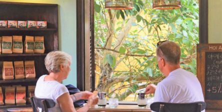 """ホイアンの""""古民家カフェ""""がレトロでエモい!時間を忘れてチルアウト"""