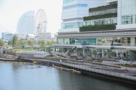 えっ!横浜市役所内に商業施設があるの⁈「ラクシス フロント」