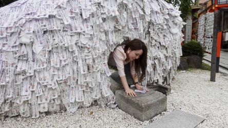 最強の縁切り神社!京都「安井金比羅宮」で良縁を結ぼう