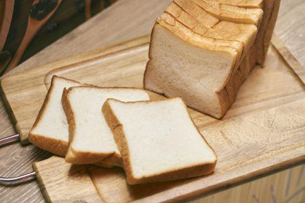 """パン以上、ケーキ未満!? もちもち食感がクセになる町田の""""生食パン"""""""