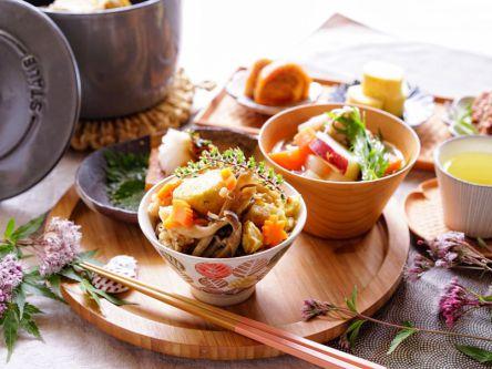 秋の味覚が満載!栗ときのこの簡単炊き込みごはん【kyoko_plusのレシピ&テーブルコーデvol.25】