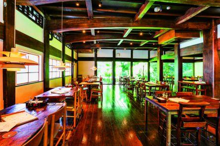 茅ヶ崎散策のお目当てはリノベ空間が素敵な酒蔵グルメとポップなスイーツ