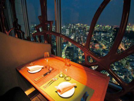 【2020クリスマス】東京の夜景が見えるレストラン3選!席を予約してロマンチックな夜を♡