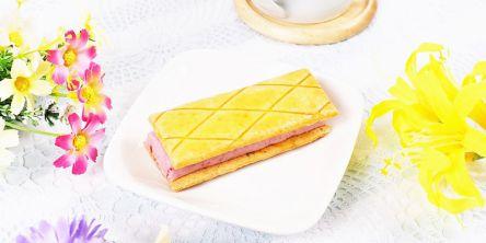 【実食レポ】発酵バターを使用した濃厚いちごクリームのバタービスキュイサンド!