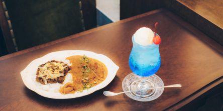 「旅する喫茶」が高円寺にオープン!美しすぎるクリームソーダと絶品カレーで話題♪