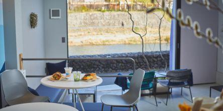 京都の朝は、鴨川と高瀬川にはさまれた川風の気持ちよい「川間食堂」でカフェ&モーニング
