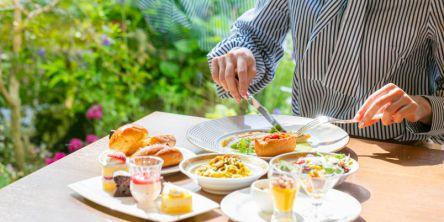 【福岡・天神エリア】人気レストランのお得なプラン6選|庭園を望むおしゃれなランチ、ホテル最上階で夜景を楽しむディナーがあります!