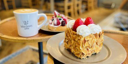 """「lohasbeans coffee」はSNSで話題の激かわ""""ナポレオンパイ""""があるオールデイカフェ"""