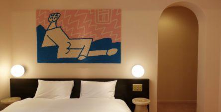 """""""作品""""を旅する、夢心地のひとりステイ。日本橋の新感覚アートホテル「BnA_WALL」【第10回 東京ヒトリホテル】"""