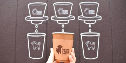 """かわいい子犬が目印の「The Cream of the Crop Coffee  清澄白河ロースター」で極上のコーヒーを。コーヒー好きが集まる""""清澄白河""""で、人気の理由は?"""