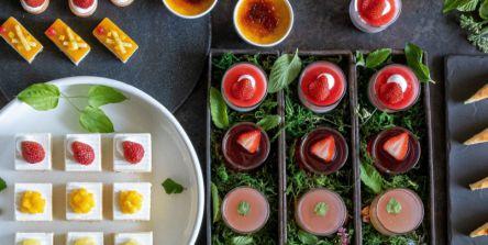 ホテルニューオータニの絶景ラウンジで新スイーツビュッフェ開催!夏いちご&ピーチ&マンゴーを味わい尽くせ~