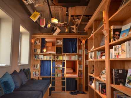 祇園の真ん中の「泊まれる本屋」でわくわくの寝落ち体験