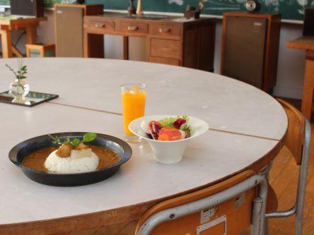 みかんの島の学校がカフェに!「しまのテーブルごごしま」で癒やされて