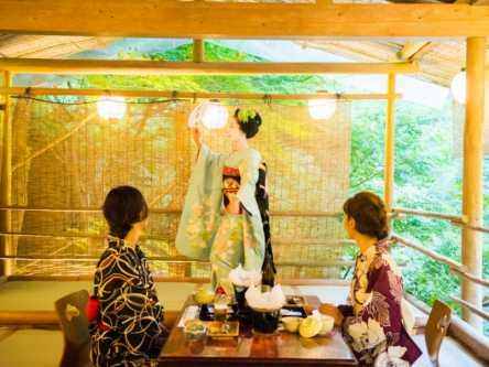 ひと味違う京都を満喫!舞妓さん&ホタルに会える川床プランとは?