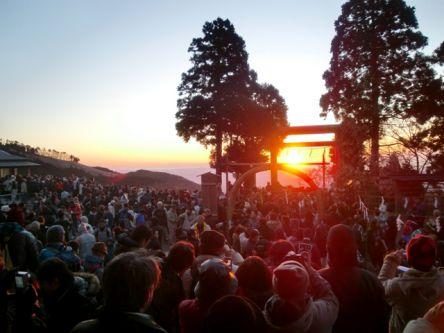 神奈川県のおすすめ初詣スポット、2021年の初詣行事やご利益は?