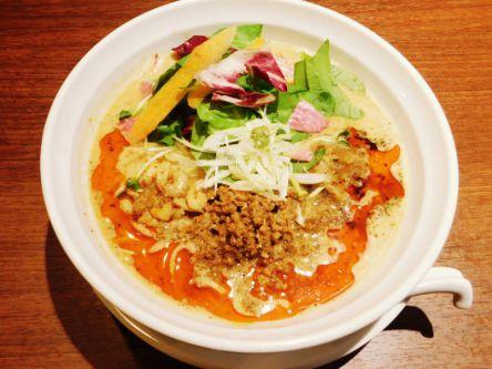 夜に食べても罪悪感ゼロ!「シンフウ」の有機野菜たっぷりヘルシー担々麺
