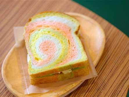 """""""レインボー食パン""""が話題!ハワイのドーナツ「マラサダ」専門店"""